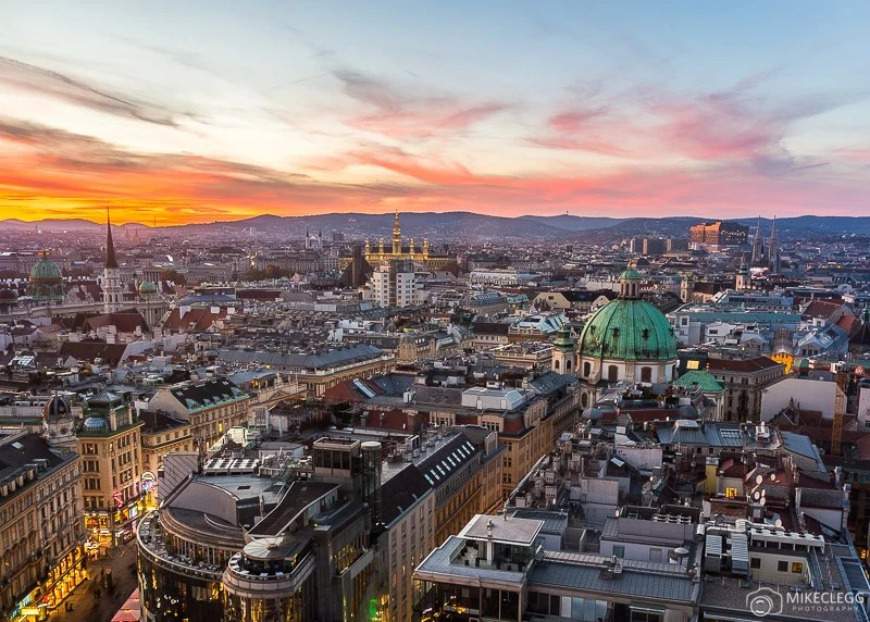 Vista de Stephansdom em Viena ao pôr do sol