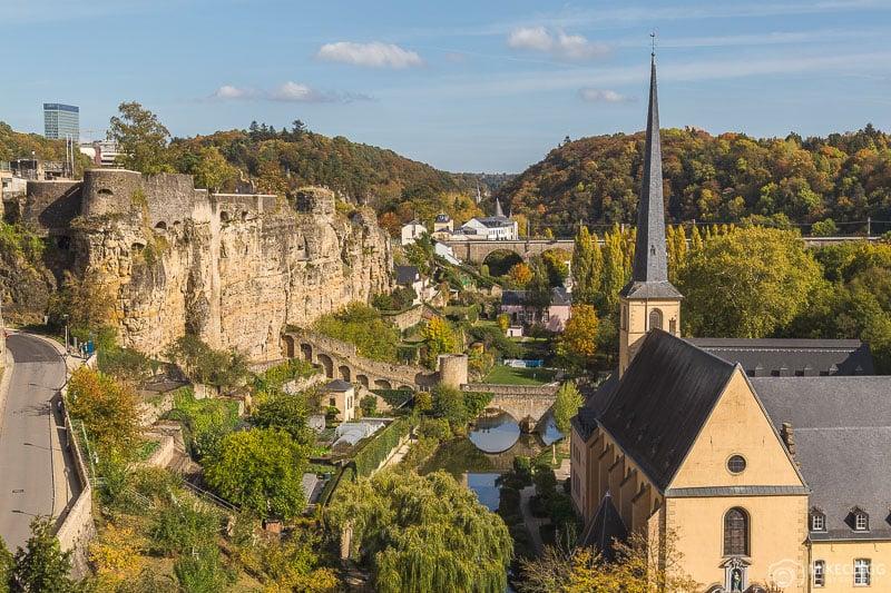 Vista de parte dos caixilhos Bock e Bock na cidade de Luxemburgo