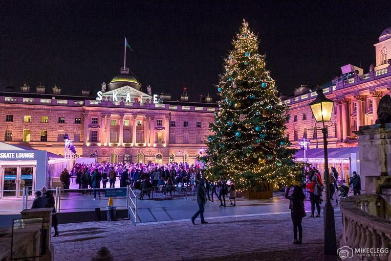 Somerset House no Natal e o rinque de patinação