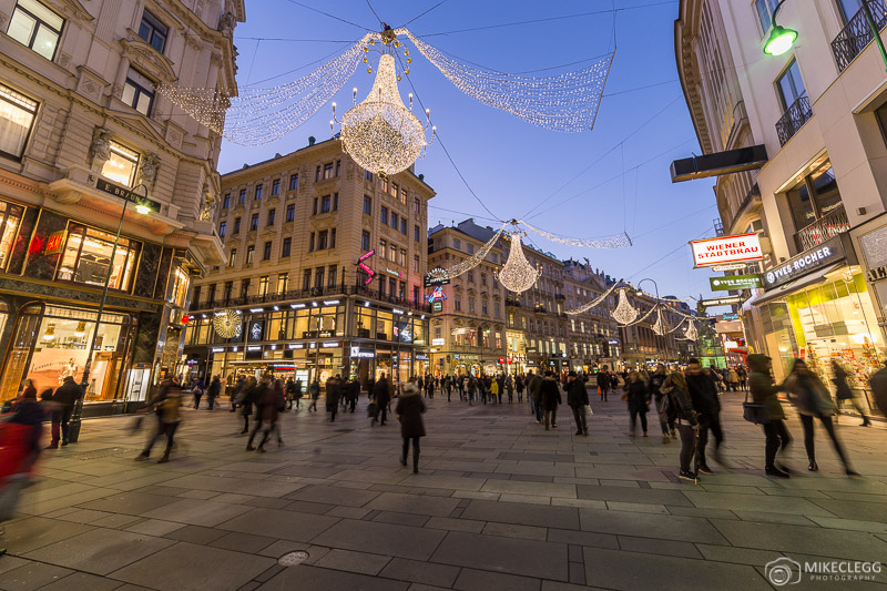 Art Advent Christmas Market em Karlsplatz, Viena