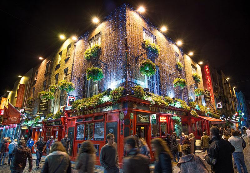 Dublin, Irlanda à noite - Temple bar