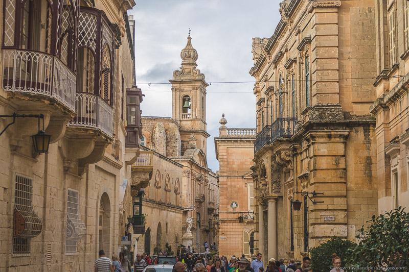 Ruas e arquitetura em Mdina
