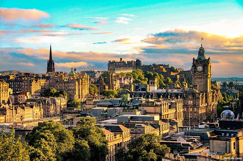 Horizonte de Edimburgo de Calton Hill, Escócia