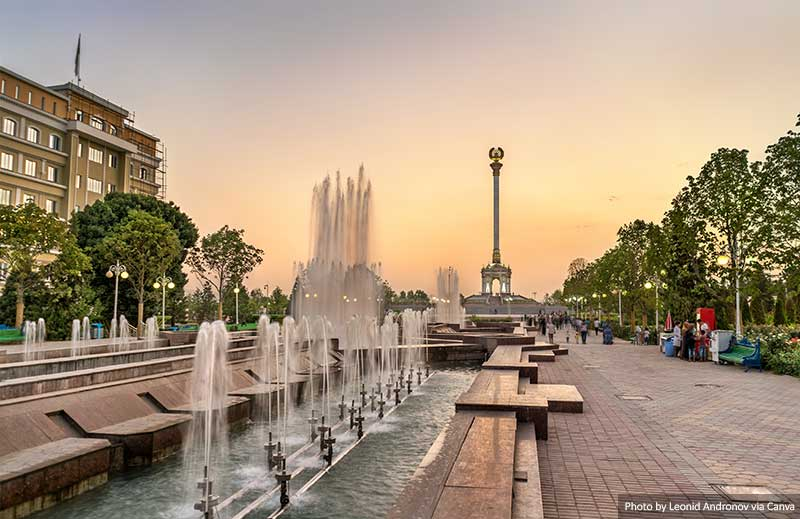 Fountain and Independence Monument in Dushanbe
