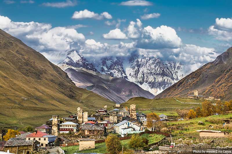 Aldeia de Ushguli em Svaneti, Geórgia