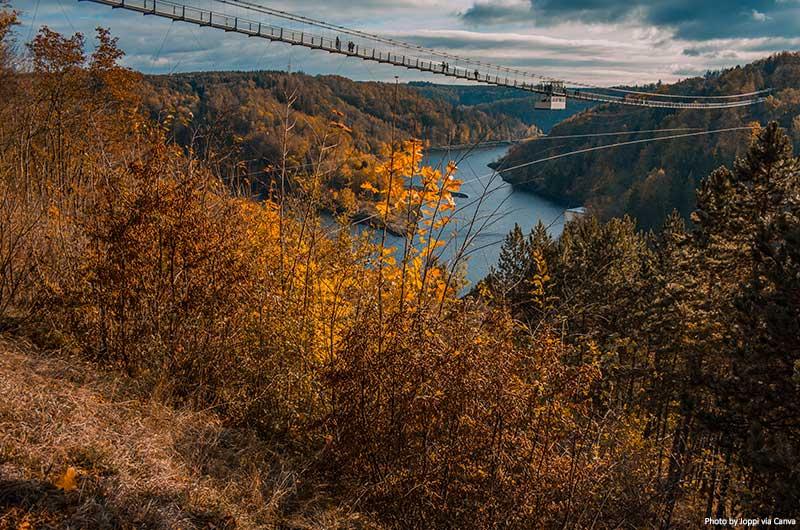 Ponte suspensa Titan RT no Parque Nacional das Montanhas Harz