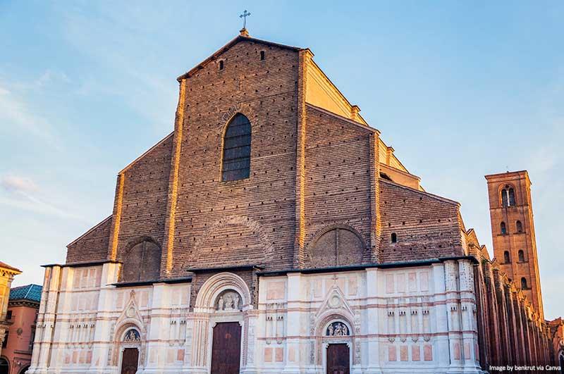 Catedral de Bolonha na Piazza Maggiore em Bolonha