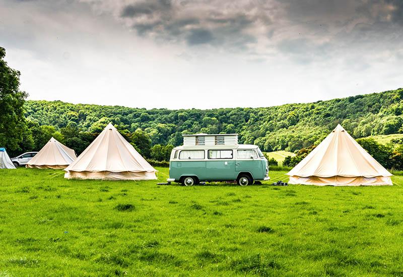 Caravana em um acampamento