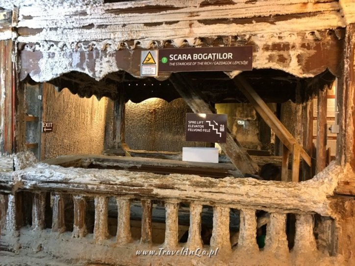 Zejście na niższy poziom kopalni soli w Turdzie