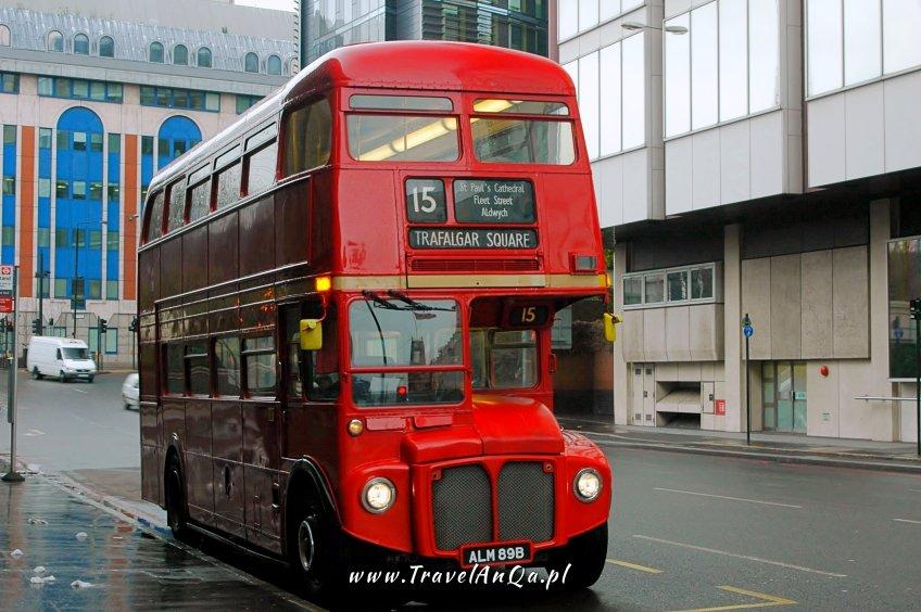 wycieczka doLondynu nawłasną rękę - czerwony autobus