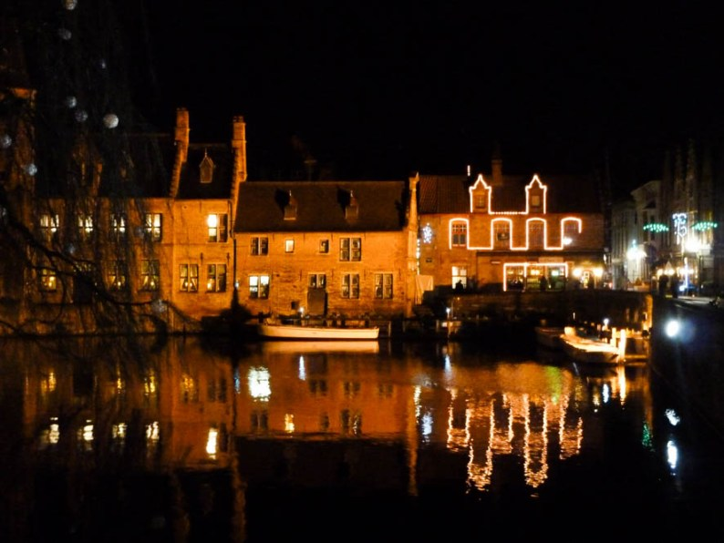 Rondvaart by night door Brugge