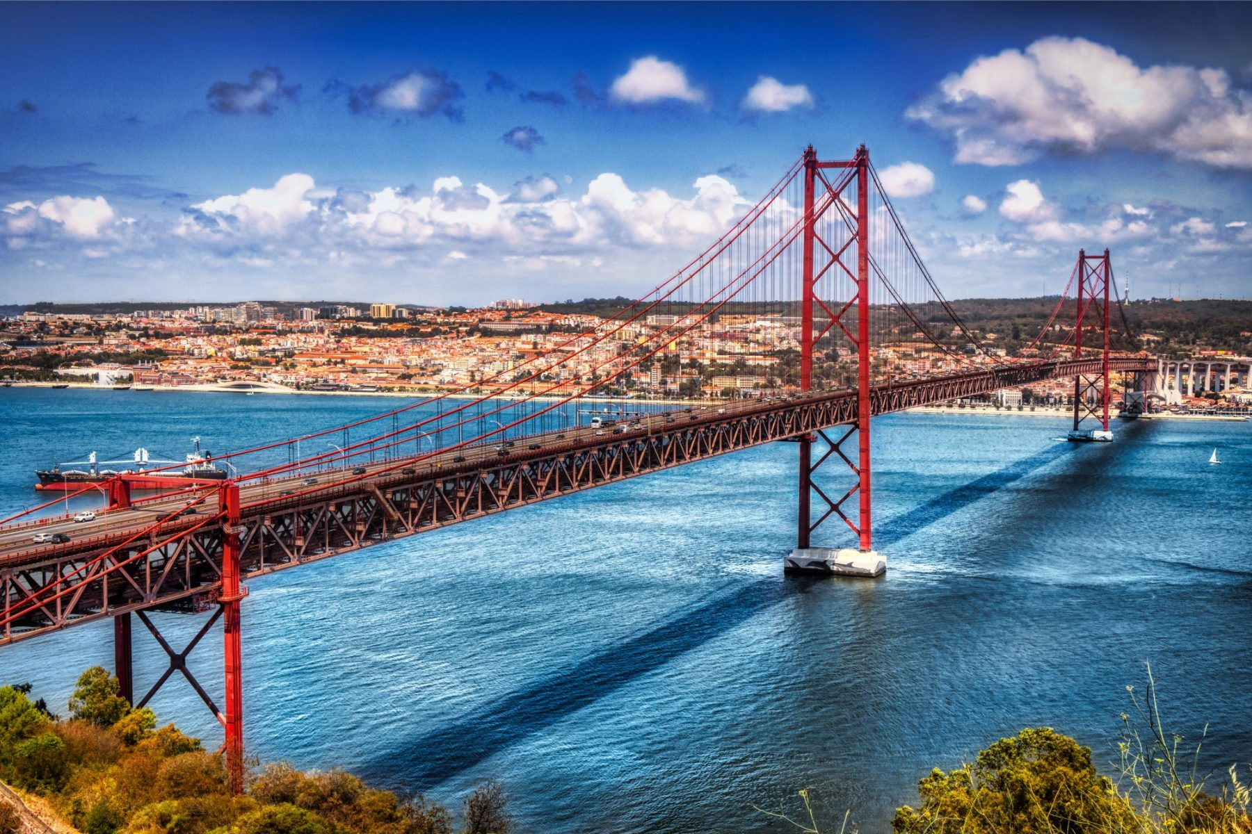25 De Abril Bridge by Micah Offman