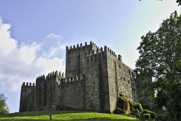 castle-of-sao-manede-1422922_1920