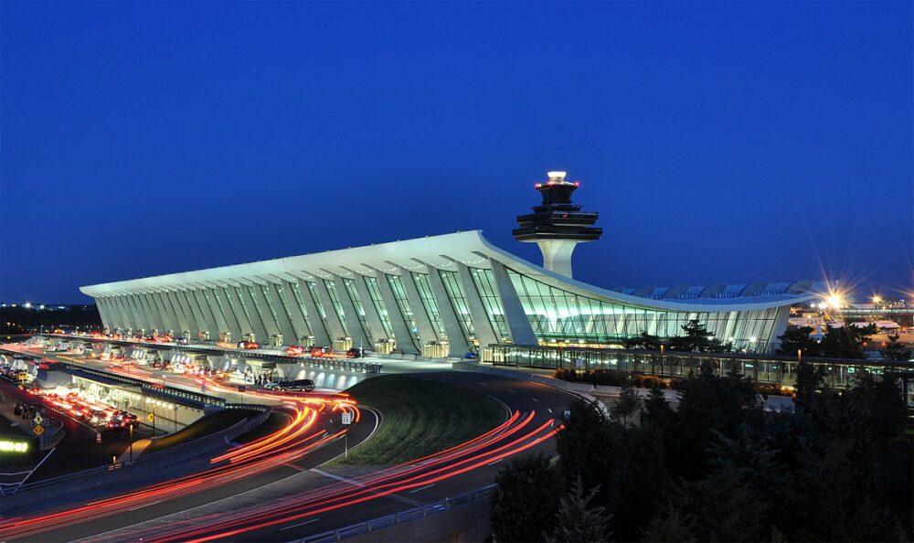 ワシントン・ダレス国際空港(IAD)