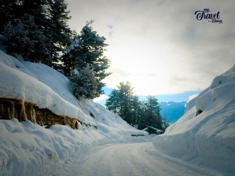 Snowy road to Gulmarg, Kashmir