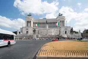 Altare della patria with no traffic blocking