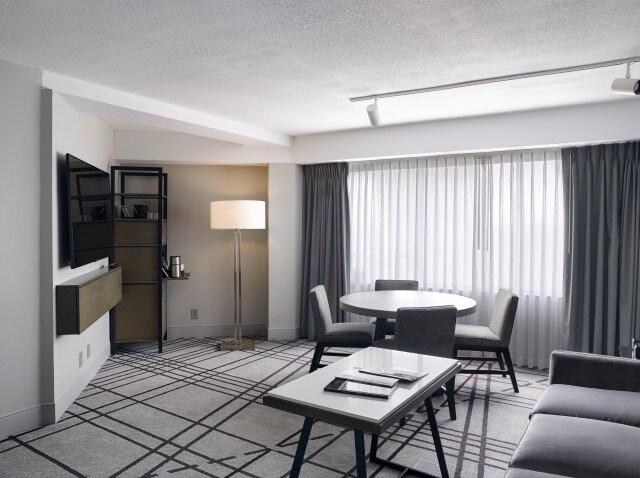 hyatt regency lousiville suite