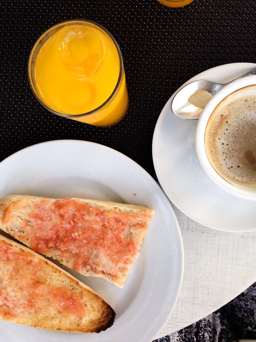 Flat lay picture of toast with tomate, juice, and coffee