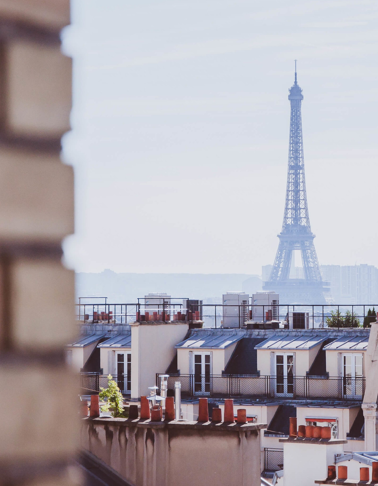 10 THINGS YOU MUST NOT DO IN PARIS