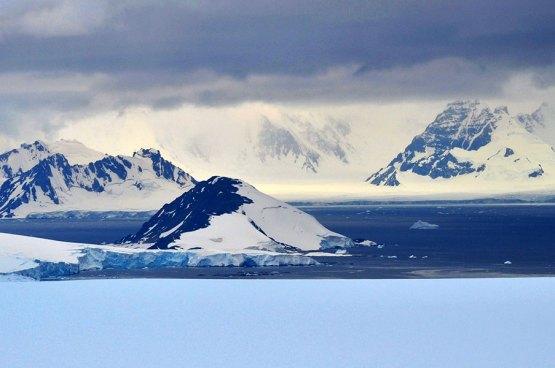 Antarctica_icebergs_C