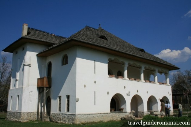 Travel Guide Romania- Tatarescu cula
