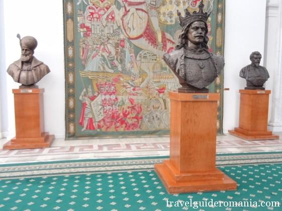 decorative statues at Parliament Palace