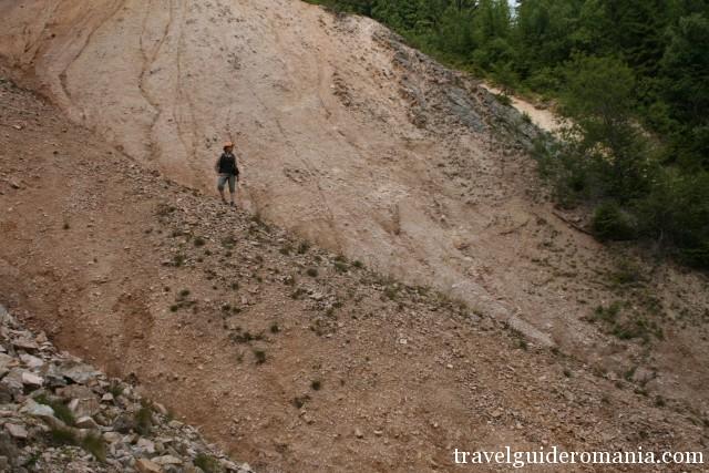 descending in Ruginoasa Hole
