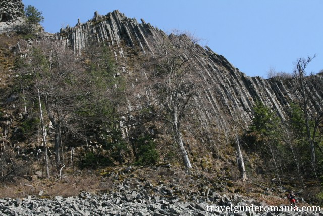 Detunate peak -two volcanic peaks formed from basaltic lava solidified