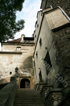 Main-entrance-at-Bran-Castle