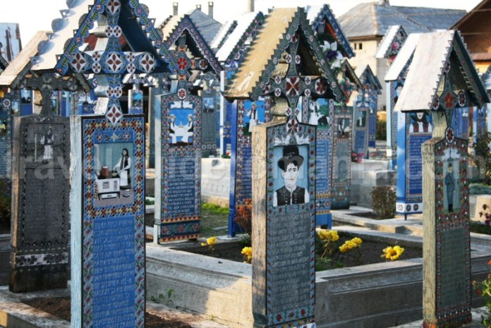 Calatorind prin Romania - Cimitirul Vesel - Maramures