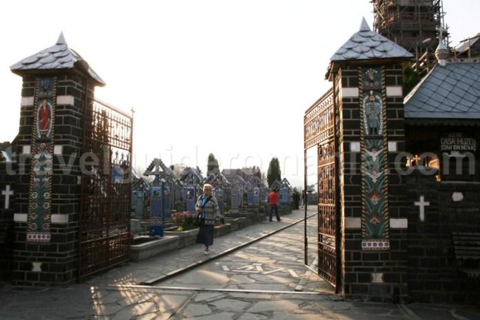 Intrarea Cimitirului Vesel de la Sapanta