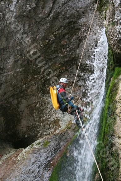 Cascada in Canionul Oselu - Muntii Apuseni