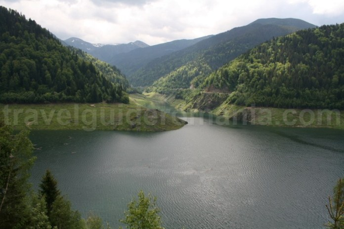 Barajul Tomeasa si lacul de acumulare Gura Apei - Muntii Retezat