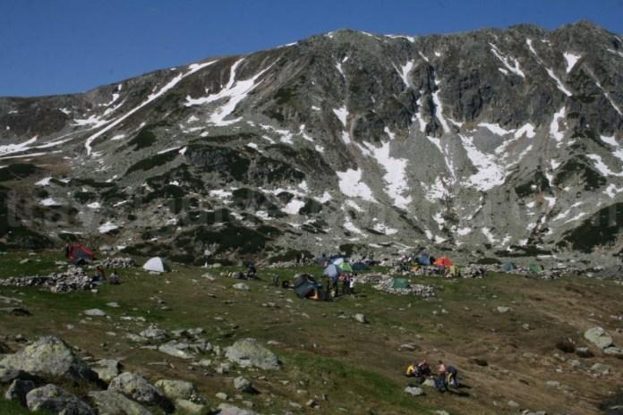 Camping in zona lacului Bucura