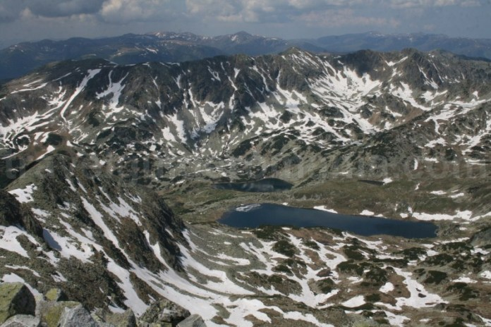 Lacul Bucura si Creasta Slaveiu vazute de la Varful Peleaga