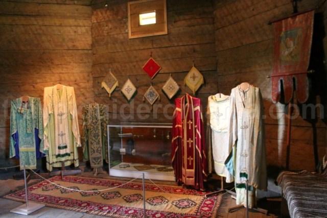 Haine traditionale preotesti folosite la ceremonii