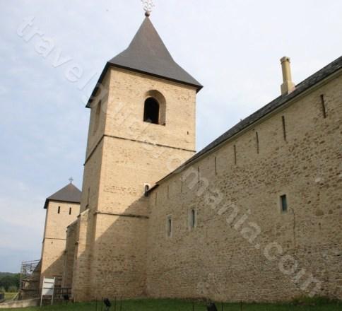 Zidurile de aparare ale Manastirii Dragomirna