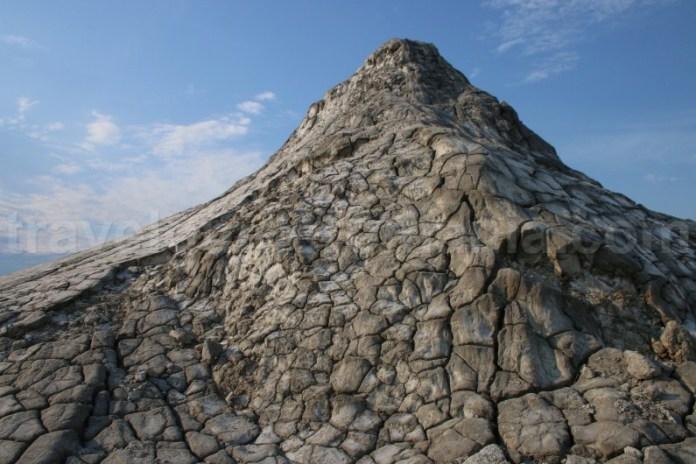 Atractii turistice din judetul Buzau - Vulcanii Noroiosi de la Berca