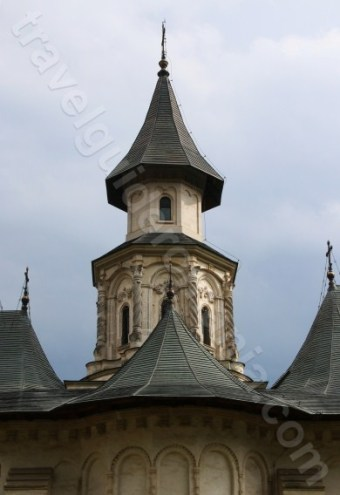 Stilul arhitectural moldovenesc - manastiri si biserici din Bucovina