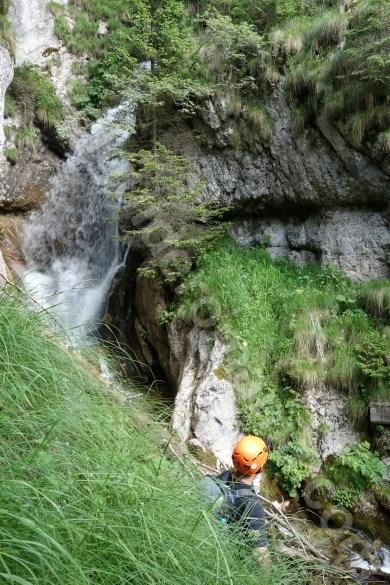 cascada-pe-valea-horoabei-muntii-bucegi