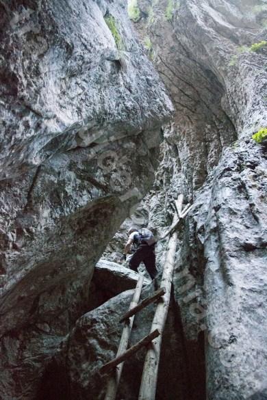 turism-de-aventura-in-romania-muntii-bucegi-valea-horoabei