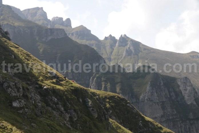 Urcare pe varful Omu prin valea Malaiesti