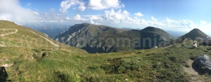 Vedere de pe varful Omu - muntii Bucegi