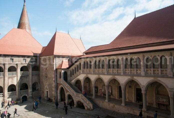 Obiective turistice Romania - Castelul Corvinilor