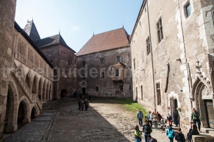 Castelul Corvinilor - Turism in Romania