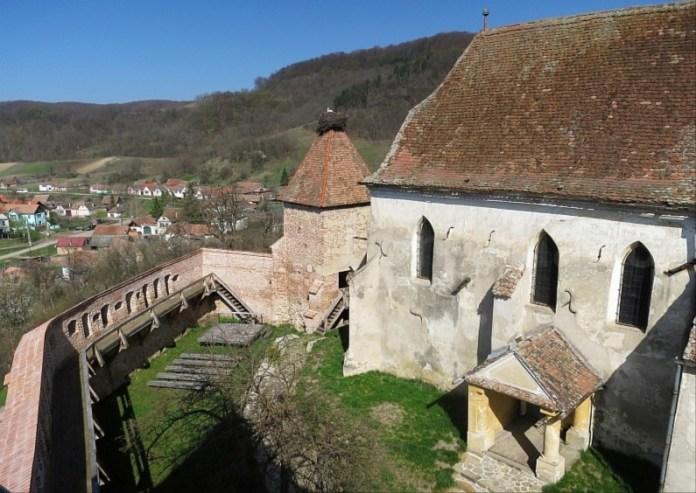 sat si biserica fortificata alma vii transilvania