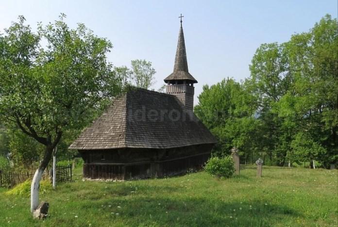 biserica lemn valea crisului Padurea Craiului Apuseni