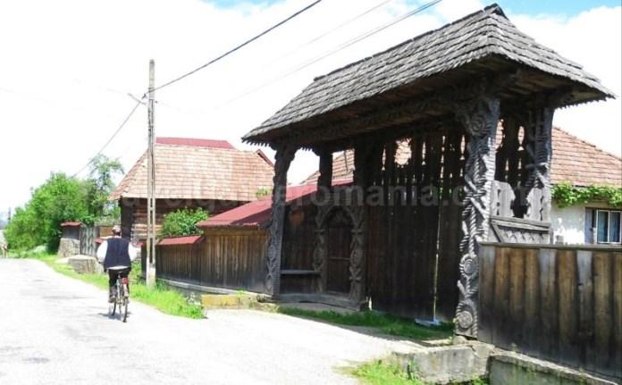 Destinaţia ecoturistică Mara Cosău Creasta Cocoșului Maramureş bicicleta porti maramuresene port popular