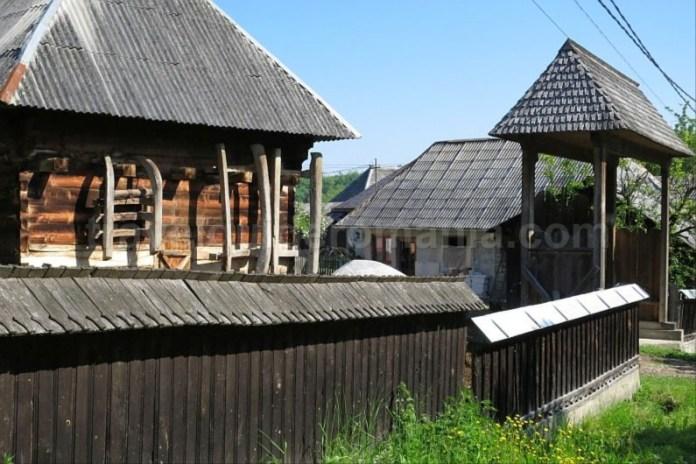 Destinaţia ecoturistică Mara Cosău Creasta Cocoșului Maramureş breb poarta lemn sanie
