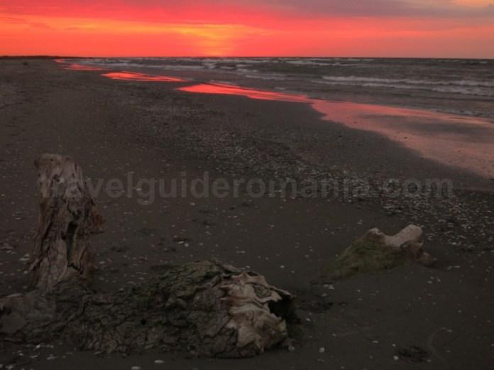 rezervatia biosferei delta dunarii caiac plaja marea neagra